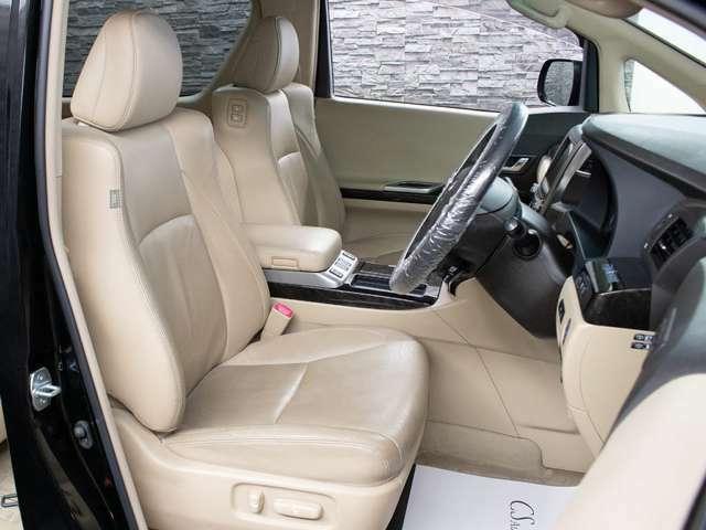 運転席助手席にはパワーシートシート