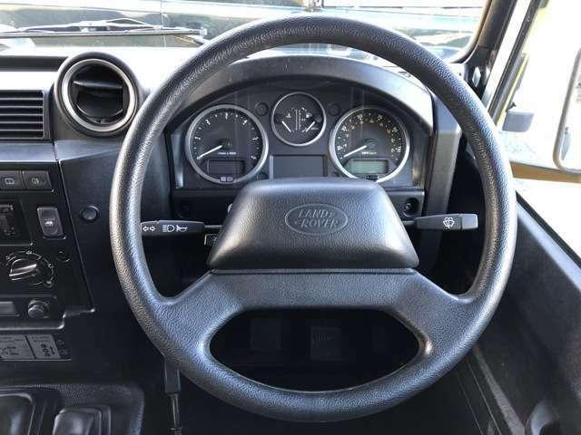 計器類は左側よりタコメーター、水温計、燃料計、スピードメーターの順に配置されています。