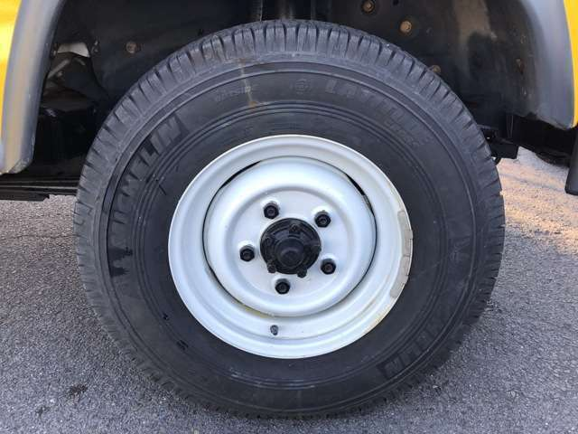 STANDARD STEEL WHEEL 5.5Fx16 & MICHELIN LATITUDE CROSS 7.50R16 TIRE