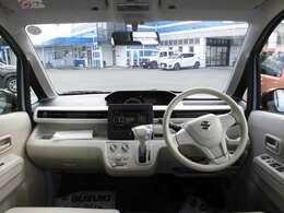 フロントガラスは大きくドライバーからも見やすいですよ!ご年配の方まで運転しやすいですよ!