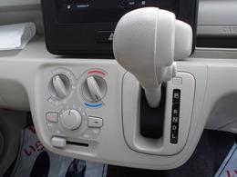 マニュアルエアコンですが操作はとても簡単☆インパネシフトCVTで運転もスムーズ☆