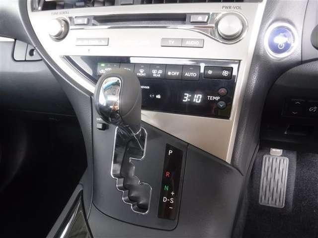 CVTを採用しているので、シフトアップ時の変速ショックも少なく気持ち良くドライビング出来ます。シーケンシャルシフトマチックの採用で楽しいドライビングできますよ。