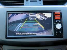 ディ-ラ-オプションのメモリーナビ(MM113D-DW)にはバックビュ-モニタ-が組み合わされています。 地デジTVの視聴が可能です。