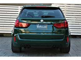 新カテゴリーSAV(スポーツ・アクティビティ・ビークル)であるBMW「X5」。BMW M社が送り出す、そのハイパフォーマンスモデルが第2世代目となるBMW「X5 M」