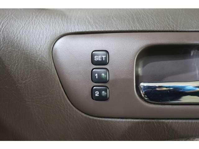 【 シートメモリー 】ワンプッシュにて設定したシート位置に戻す事ができます。リクライニングした後、知人が乗車した後に便利。