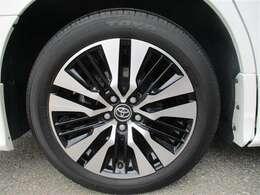 タイヤサイズ235/50R18のスタイリッシュな印象を与える純正アルミホイールです。