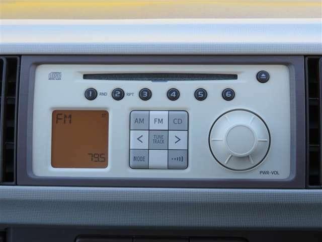 純正CD付きです。音楽を楽しみながらのドライブ、いいですね♪ナビの取り付けもお気軽にご相談ください。