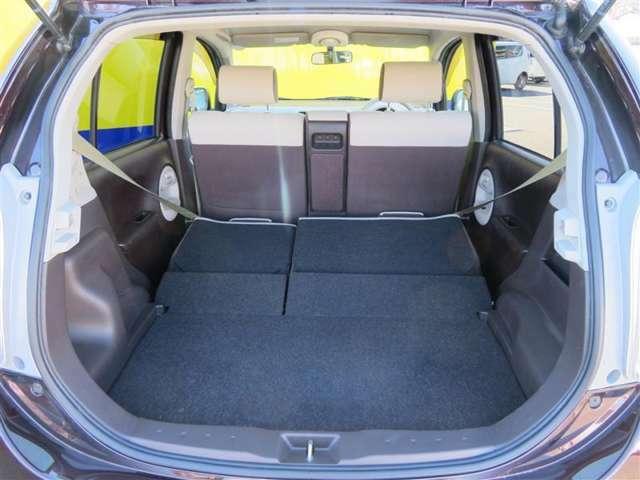 写真のように後部座席を倒せば、普段なかなか載せることのないような大きな荷物もしっかり積むことができそうですね。