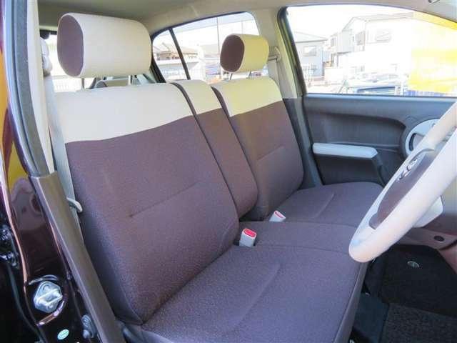 内装色は落ち着いたブラウンを採用。お子様を乗せても、汚れが目立ちにくいので、ファミリーカーとしてもオススメです。