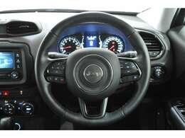 ブラックedit.特別装備2:18インチグロスブラックAW Black Edition専用ファブリックシート(フロントシート:7スロットグリルロゴエンボス加工) 運転席2ウェイパワーランバーサポート グロスブラックインテリア