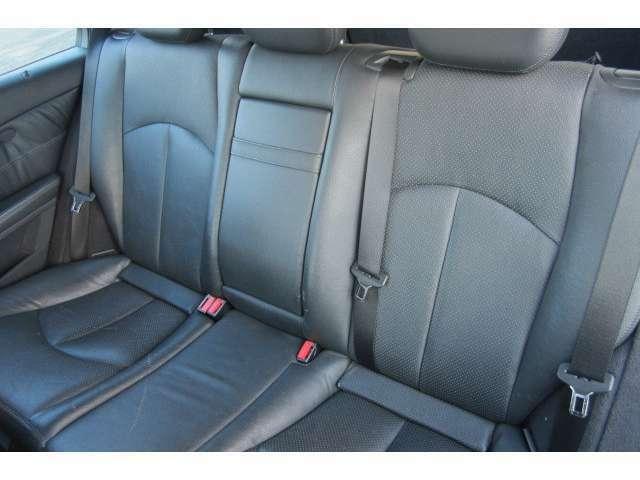 後部座席も大人の方でもリラックスしてお乗り頂ける空間となっております!
