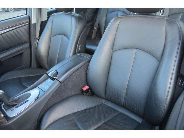 助手席のシートも汚れも無くキレイな状態です!