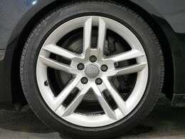 KW車高調・5ダブルスポーク18インチアルミホイール・スポーツサスペンション☆関東最大級のAudi・VW専門店!豊富な専門知識・経験で納車後もサポートさせていただきます☆