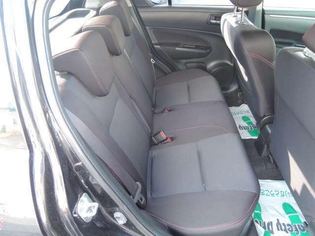 リヤシート。車内は除菌も施工済みです。