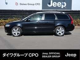 弊社グループ会社BMW正規販売代理店よりお下取りで入庫いたしました。「出どころがハッキリしている。」Volvo V50 2.0 クラック です。