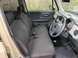 運転席の状態。室内リンサー使用してクリーニングサービス。