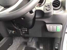 左側に高速で便利なETCがあり、燃費をよくするECONなどのスイッチは、運転席の右側、手の届きやすい位置にあります。