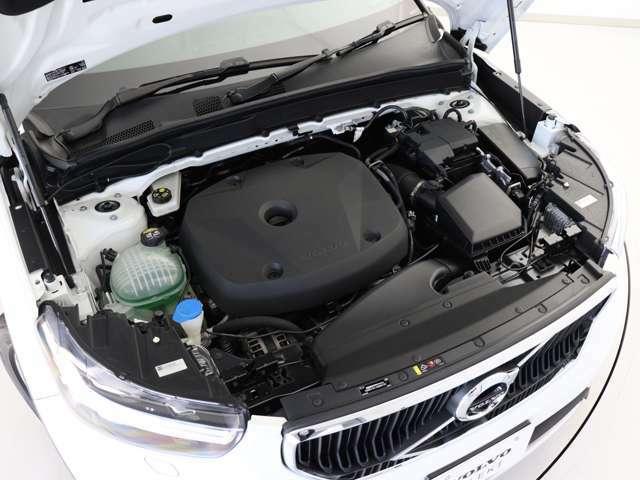なめらかでいて排出ガスの少ない高効率な走りを実現する、190ps/300Nm(カタログ値)の2L直噴ガソリンターボエンジンを搭載。ごく低回転から発生されるゆとりあるパワーが、路面状況を問わない扱いやすさの源です。