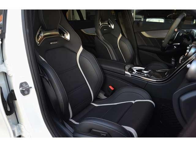 サポート性能の高いAMGパフォーマンスシートです。シートヒーターが装備されています。