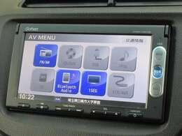 ナビゲーションはホンダ純正メモリーナビ(VXM-145VSi)が装着されております。AM、FM、CD、DVD再生、Bluetoothがご使用いただけます。初めて訪れた場所でも道に迷わず安心ですね!