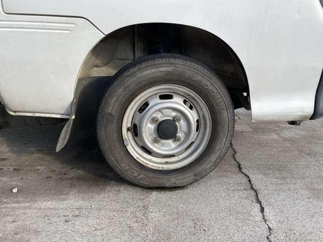 タイヤ・ホイールの写真になります♪