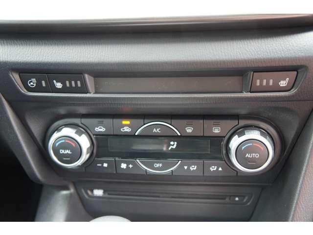 運転席側、助手席側それぞれに温度設定が出来るデュアルオートエアコン完備!室内の快適空間を演出します。シートヒーター、ステアリングヒーター完備しています。