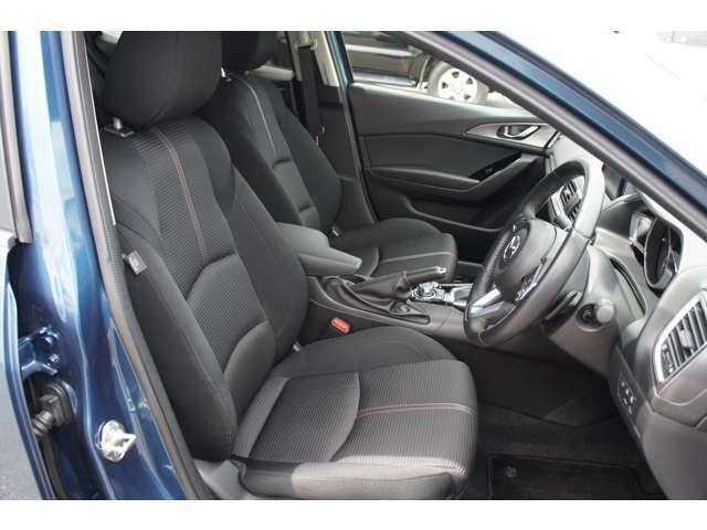 フロントシートは心地よいフィット感で快適にドライブを楽しんでいただけます。運転席、助手席共に3段階に温度調整可能なシートヒーター完備で快適なドライブ楽しめます♪ステアリングヒーター完備しています。
