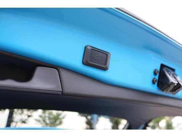 トヨタブランド国内初!メーカーオプションのハンズフリーパワーバックドア!スマートキーを携帯していれば、リヤバンパーの下に足を出し入れするだけでバックドアが自動開閉します!