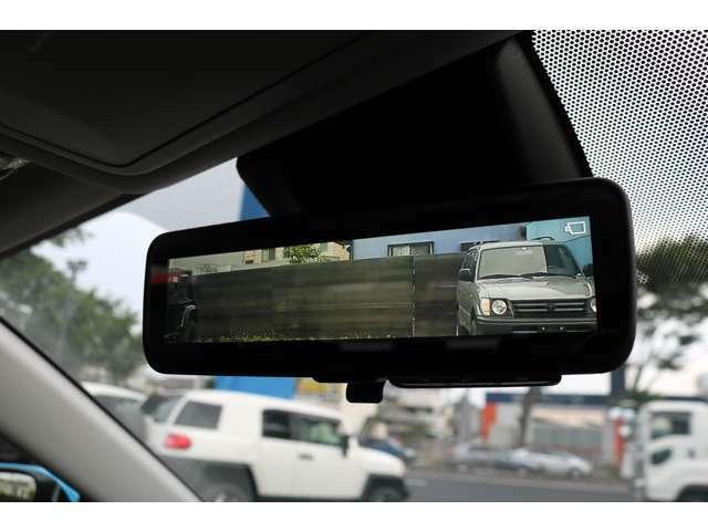 車両後方カメラの映像をインナーミラー内のディスプレイに表示する、デジタルインナーミラー!