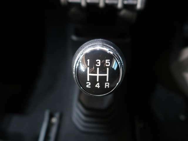 5速MT搭載です。自身で車を操っている感覚がドライブの楽しさを加速させます♪
