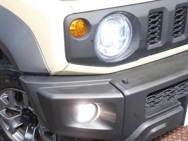 LEDヘッドライトです!ハロゲンライトと比べると2倍の明るさで遠くを照らします!!
