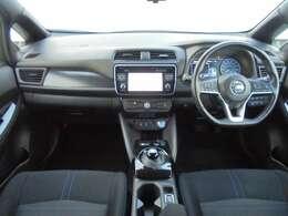 インパネ(画像部分)はかっこいいだけでなく、安心・安全に作られています。まずは、お座り下さい。運転している感覚がつかめると思います。操作性の良い運転席周りで快適なドライブを愉しめます。