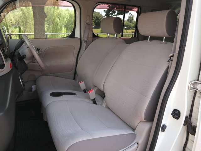 【助手席シート】シミや汚れ等少なくシートコンディションも良好です。