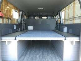 ベッドの生地は特別仕様車専用シートと同じ生地を採用!