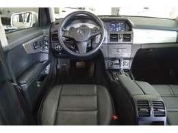 【清潔感漂う運転席周り】綺麗に、そして大切に乗っておられたことが伺えます。弊社ユーザー様からの買取車両です。
