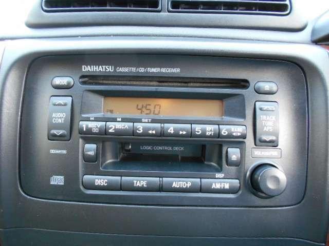CD、カセットデッキ付き。