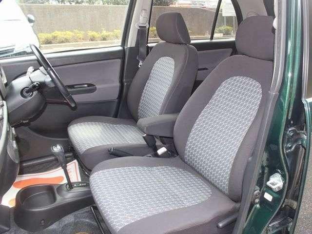 使用頻度の高い運転席・助手席シートは、ご覧のとおり状態良好!でございます。その他、気になる臭いやほつれもございません♪