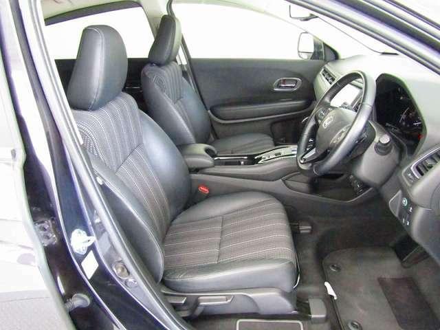 ゆったりとした運転席・助手席です。運転席はシートハイトアジャスター付で高さ調整が出来るので、色々な方のドライビングポジションに合います!