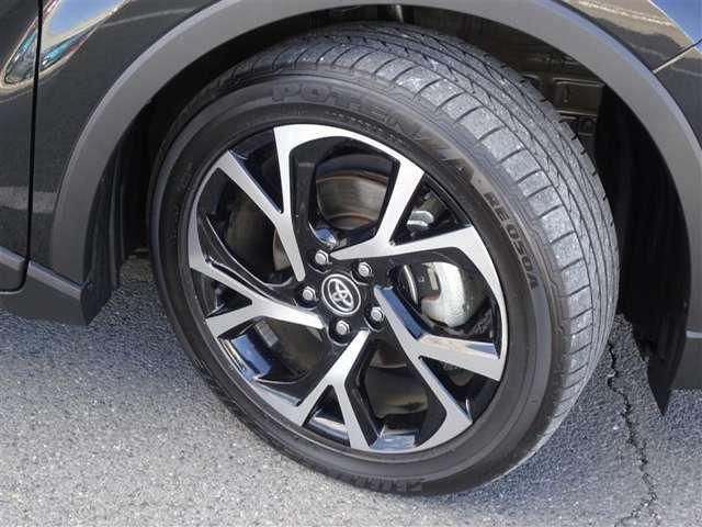 純正18AW! タイヤサイズは225/50R18になります。