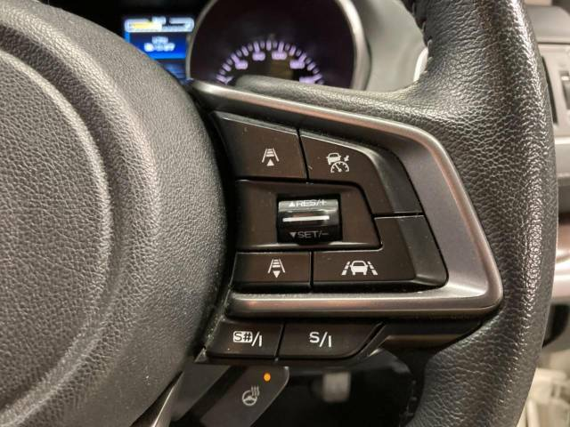 """【全車速追従機能付クルーズコントロール】アイサイトの機能は""""ぶつからない車に注目されがちですが、""""ついていく車というところが非常に運転時の負担を軽減してくれます☆"""