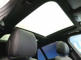 ●パノラミックスライディングルーフ:開放感あるドライブをお楽しみくださいませ!