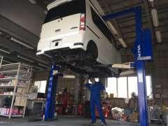 認証工場完備で、ご納車前の整備はもちろん、ご納車後のアフタサービスも安心です。ぜひ、お任せ下さい!