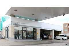 清田店の工場です。とても大きく、車検や整備などアフターサービスもお任せください^^