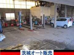 安心の自社整備工場。納車前はもちろん、車検/点検/整備/修理/アフターメンテナンスもTAX勝田・茨城オート販売にお任せ下さい。