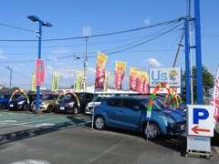 広々とした駐車場も完備しております。心よりご来店をお待ちいたしております。