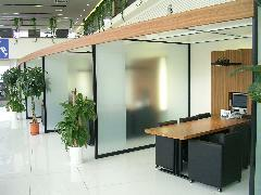 プライベートスタイルの商談スペースも設けております。