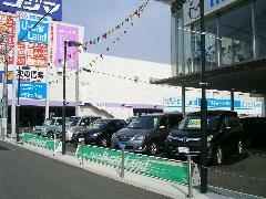 新車拠点に併設されたU-Car展示場で皆様の御来店を心よりお待ちしております。