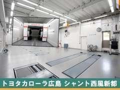 整備工場併設で安心。専門のスタッフと充実した設備であなたのカーライフをサポートいたします。