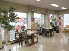 とてもオープンで日当たりの良いお店です。お客様がご来店しやすい店舗作りを心掛けております。
