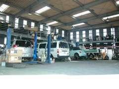 修理、点検車検のお客様も大歓迎!!3台のリフト完備